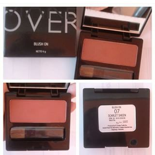 Menggunakan Bedak Make Over Perfect Shade Blush On Single