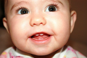Tumbuh Gigi Pada Bayi Yang Harus Diperhatikan Oleh Bunda